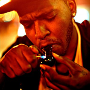 Chicago man lights one up in West Town